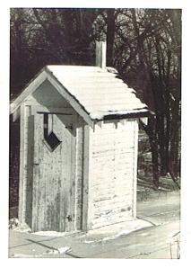 Outhouse - Win Wachsmann ©
