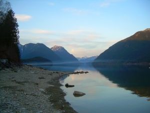 Alouette Lake - the mist creeps in