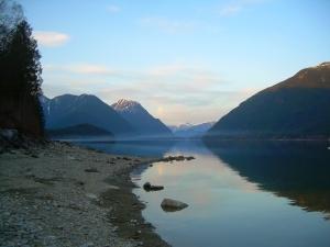 Alouette Lake - the mist creeps in