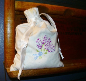 Cotten pouch containing dried Lavender